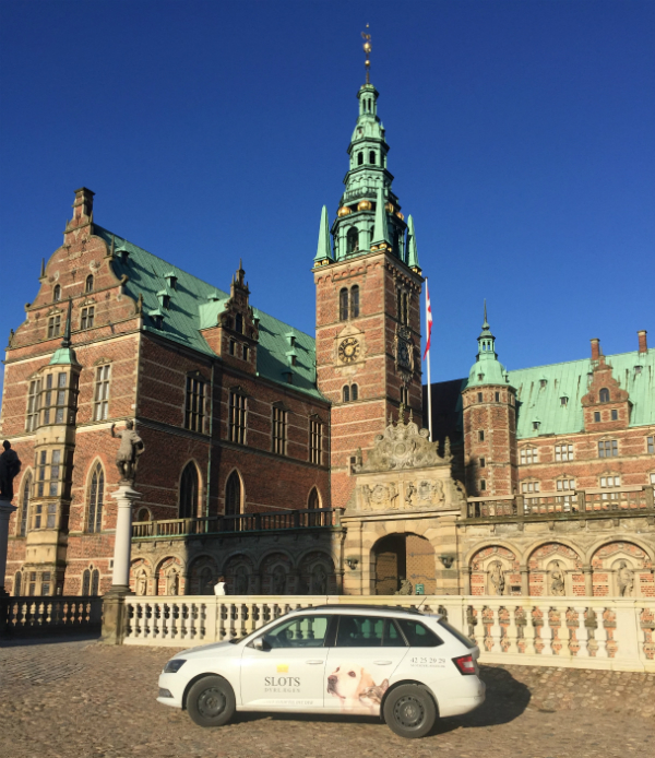 Slotsdyrlægen kommer hjem til dit dyr. Jeg kører i Hillerød, Nordsjælland og Storkøbenhavn